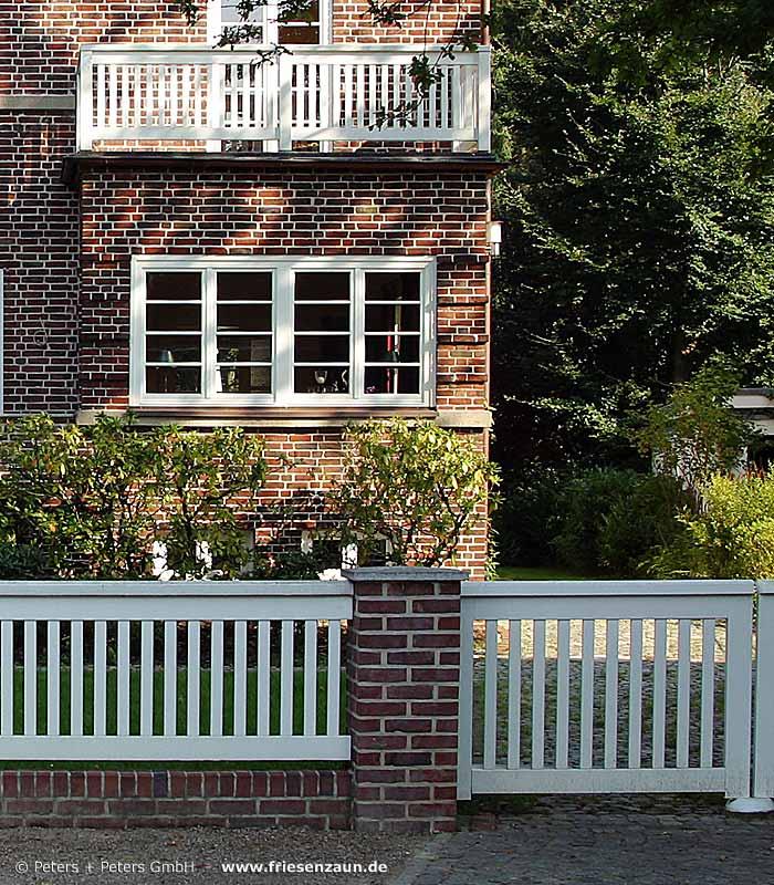 gel nder f r terrasse und balkon aus holz edelstahl oder. Black Bedroom Furniture Sets. Home Design Ideas