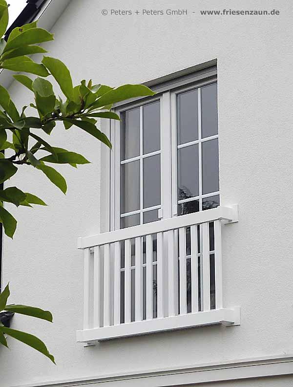 gelander fur balkon garten und terrasse hartholz weiss With französischer balkon mit klappstuhl garten weiß