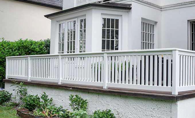 gel nder f r balkon terrasse harholz weiss ral mit 25 jahren garantie ma anfertigung. Black Bedroom Furniture Sets. Home Design Ideas