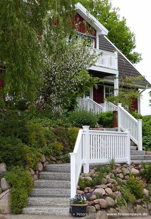 gel nder f r balkon garten und terrasse hartholz weiss. Black Bedroom Furniture Sets. Home Design Ideas