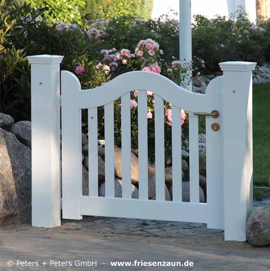 wooden driveway gates garden gate and yard gate painted white or colored guarantee of 25 years. Black Bedroom Furniture Sets. Home Design Ideas